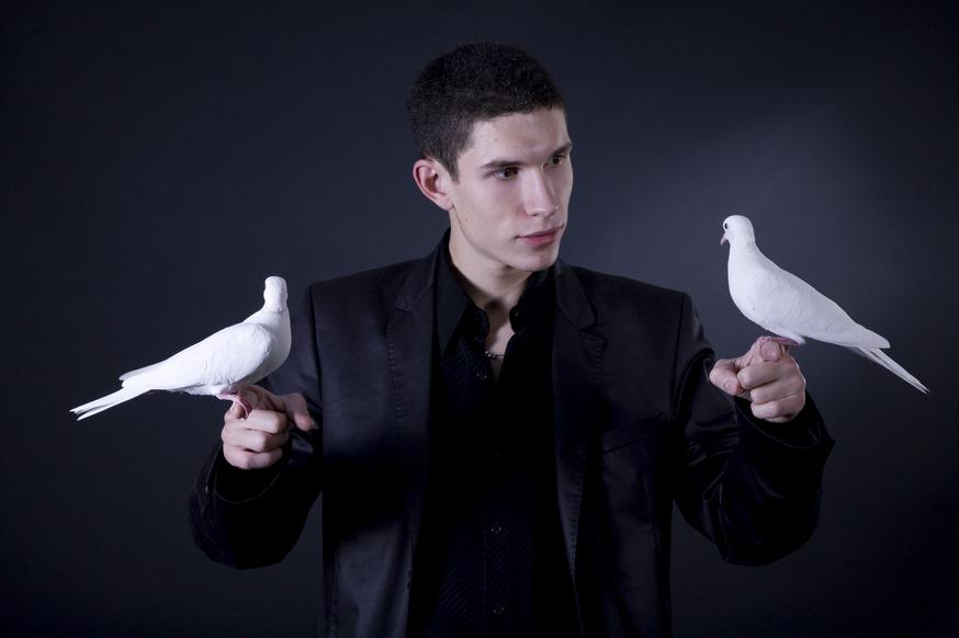Julien MOREAU avec ses colombes Magiciennes
