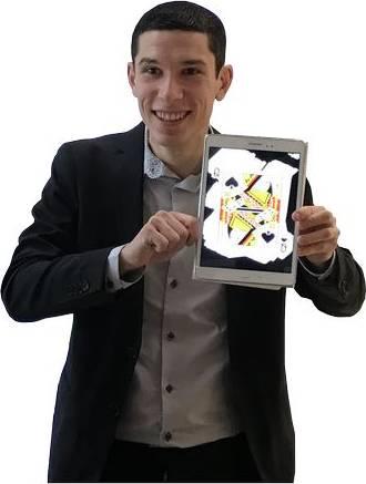 Magicien numérique en close-up pour un arbre de Noël